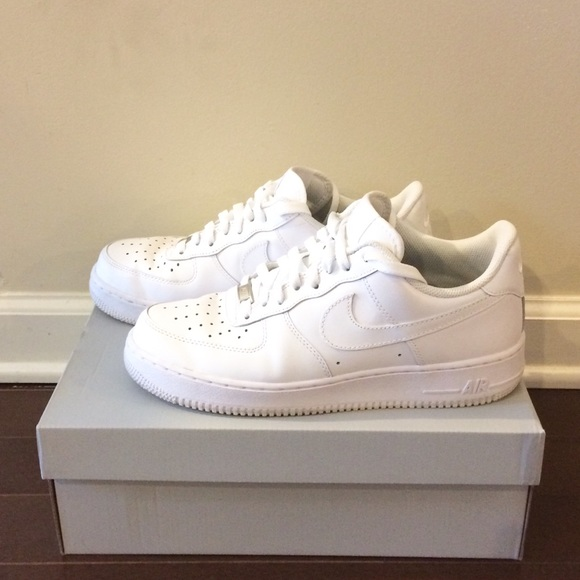 official photos eb53d 5b77d Nike Air Force 1 white mens shoes size 9 with box.  M 5a89fc8900450f26cf656951